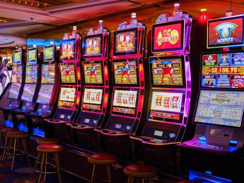 Giocare alle slot machine con questi consigli
